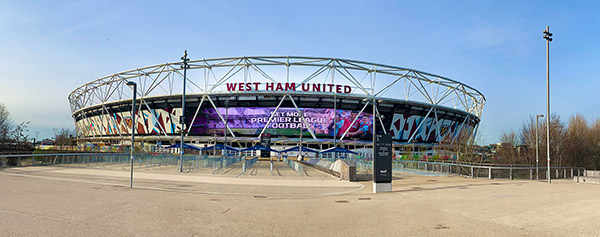 Foto mot London Stadium taget från Westfield Shopping Centre